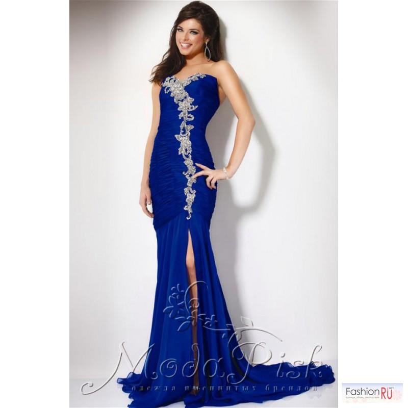 Ниже в фото-галерее вы увидите вечерние платья. Предлагаем посмотреть коллекцию вечерних платьев две тысячи
