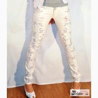 Белые джинсы с вышивкой в Ярославле