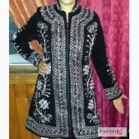 Продам весенне или осенние сюртуки в Восточном стиле (узоры вышитые шёлковыми цветными нитями на бархатной ткани) Все